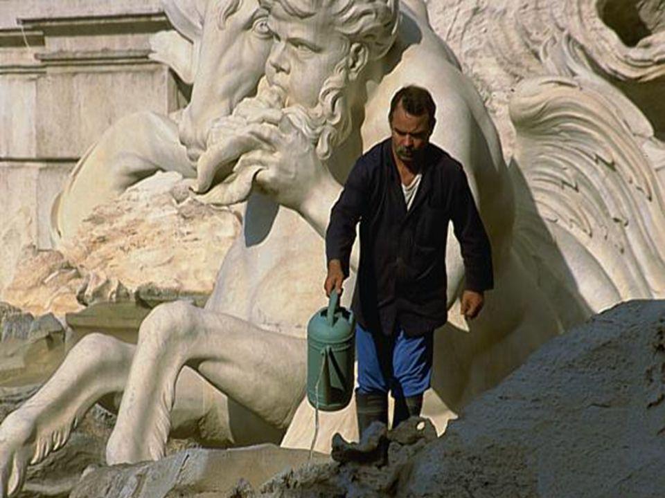 De beelden • De beelden van de Trevi fontein zijn in de Barrok stijl.