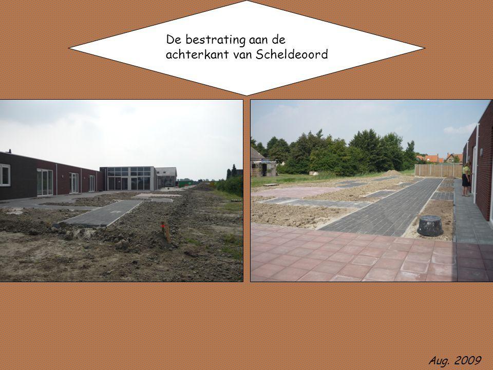 De bestrating aan de achterkant van Scheldeoord Aug. 2009