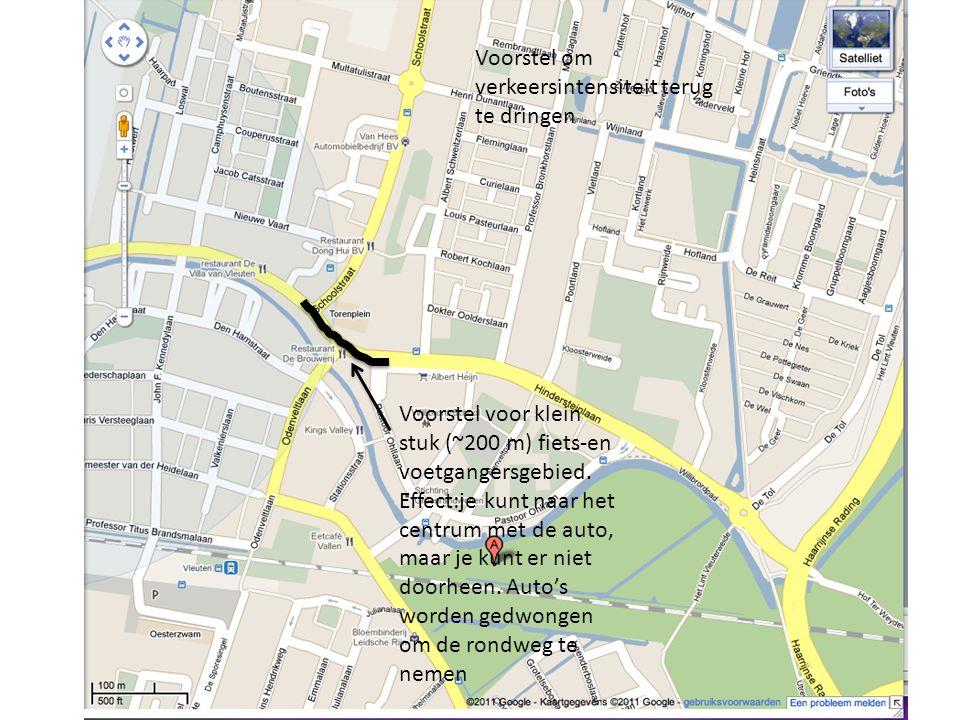 Voorstel voor klein stuk (~200 m) fiets-en voetgangersgebied. Effect:je kunt naar het centrum met de auto, maar je kunt er niet doorheen. Auto's worde