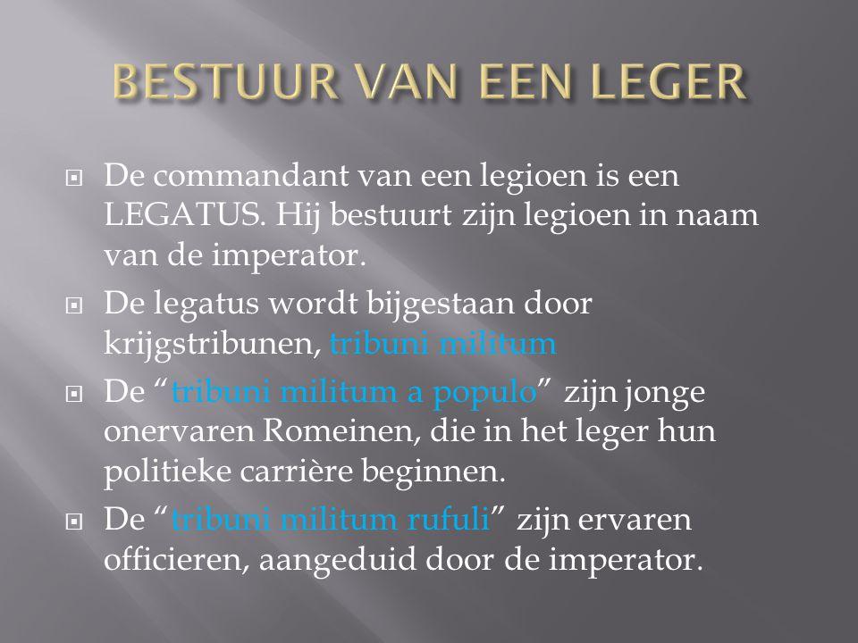  De commandant van een legioen is een LEGATUS. Hij bestuurt zijn legioen in naam van de imperator.  De legatus wordt bijgestaan door krijgstribunen,