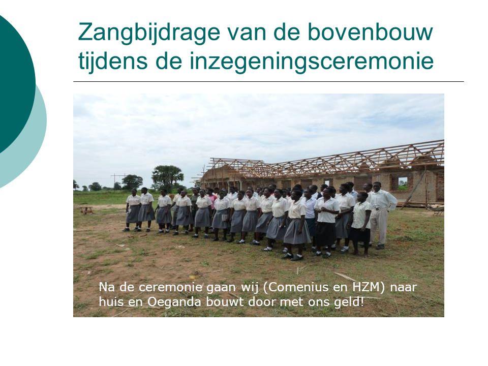 Zangbijdrage van de bovenbouw tijdens de inzegeningsceremonie Na de ceremonie gaan wij (Comenius en HZM) naar huis en Oeganda bouwt door met ons geld!