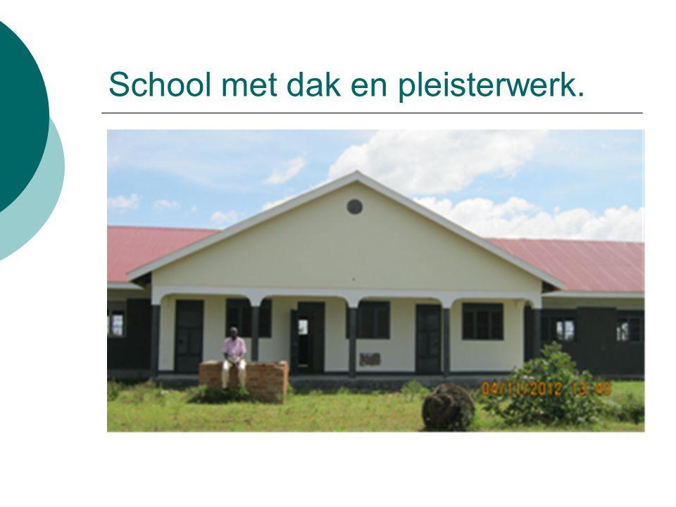 School met dak en pleisterwerk.