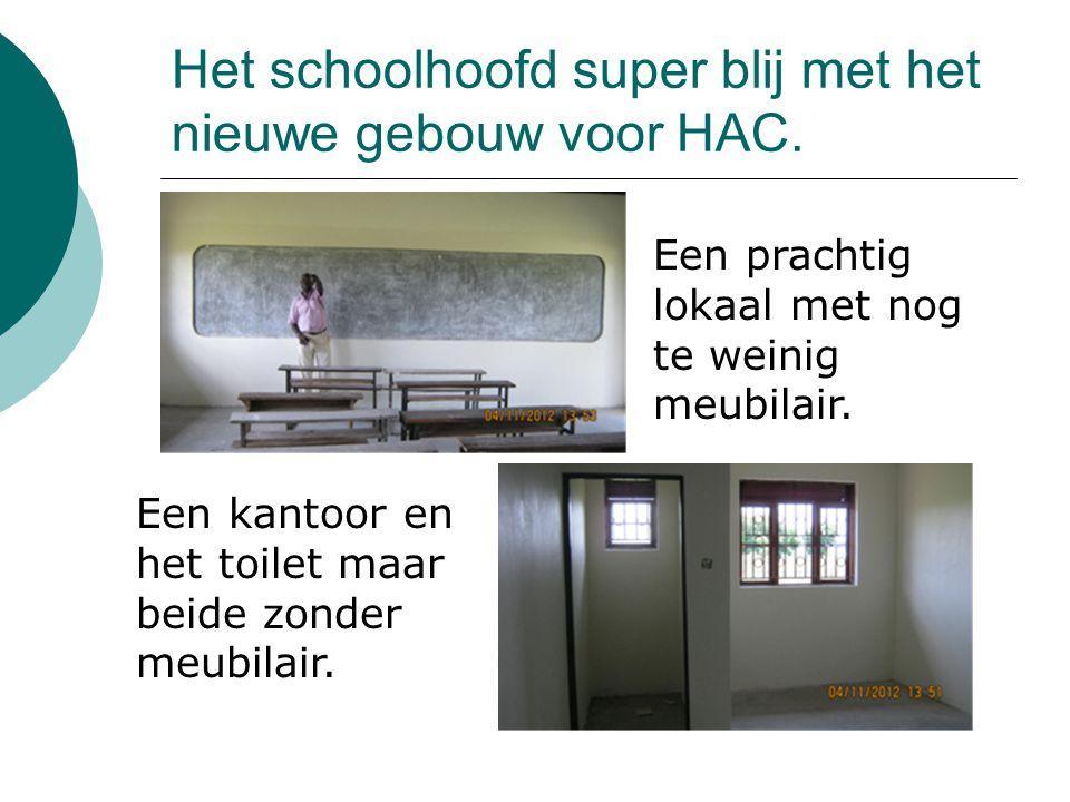 Het schoolhoofd super blij met het nieuwe gebouw voor HAC.