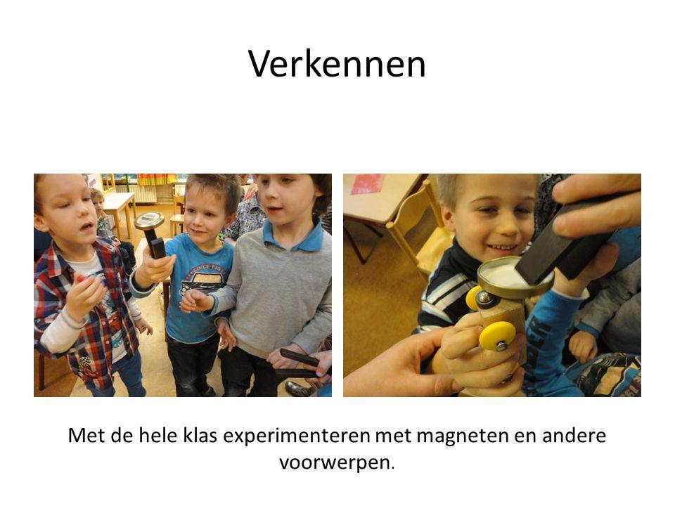 Verkennen Met de hele klas experimenteren met magneten en andere voorwerpen.
