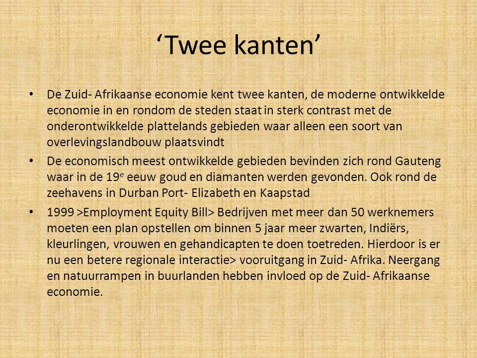 'Twee kanten' • De Zuid- Afrikaanse economie kent twee kanten, de moderne ontwikkelde economie in en rondom de steden staat in sterk contrast met de o