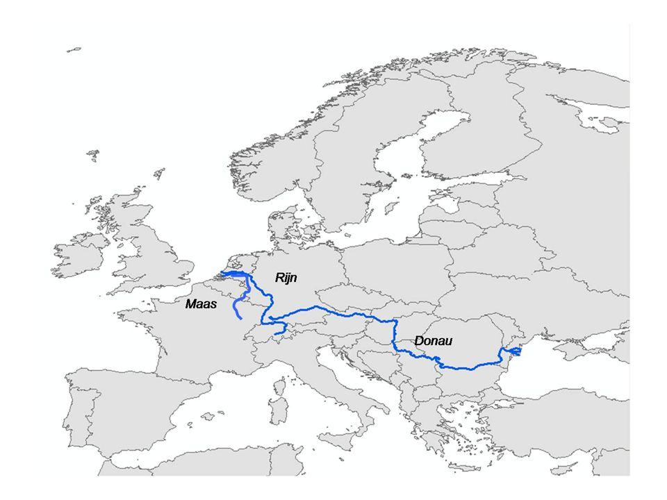 Lengte (km) Afvoer (zwembaden/s) Afvoer (m3/s) Nijl6.800 km Amazone6.600 km Donau2.800 km Rijn1.700 km Maas800 km 5 330 Afvoer van rivieren