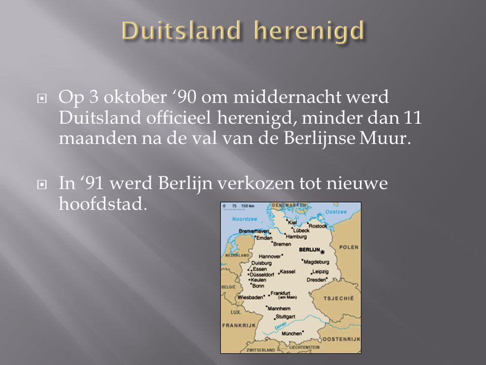  Op 3 oktober '90 om middernacht werd Duitsland officieel herenigd, minder dan 11 maanden na de val van de Berlijnse Muur.