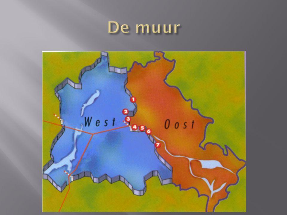  Totale lengte van de grens rondom West-Berlijn 155 km  Lengte van de grens tussen Oost- en West-Berlijn 43.1 km  Betonnen muur: 3.6m hoog en 106 km lang  Prikkeldraad: 66.5 km  Anti-auto loopgraven: 105.5 km  Aantal wachttorens: 302  Aantal bunkers: 20  Aantal doden aan de muur: 192  Aantal gewonden: ca.
