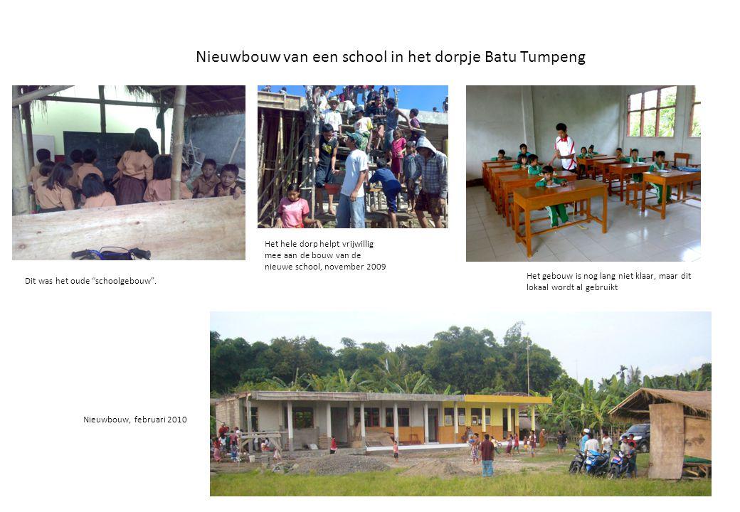 """Nieuwbouw van een school in het dorpje Batu Tumpeng Dit was het oude """"schoolgebouw"""". Nieuwbouw, februari 2010 Het hele dorp helpt vrijwillig mee aan d"""