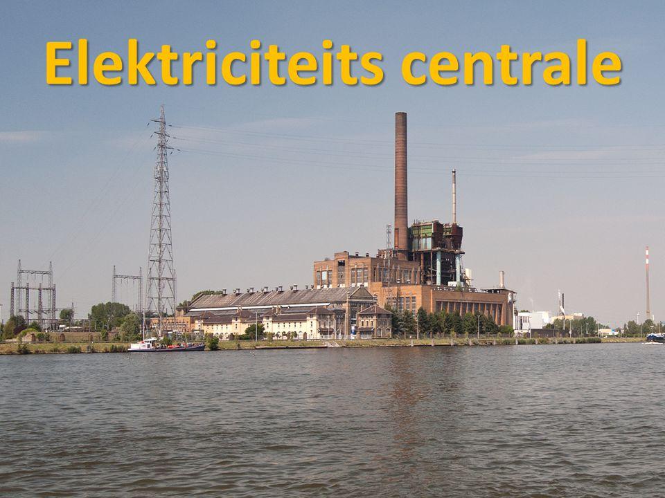 hoogspanningsmast • De stroom wordt vervoerd door kabels en een hoogspanningsmast deze vervoert de kabels door de lucht overal heen.
