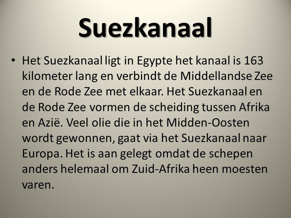 Suezkanaal • Het Suezkanaal ligt in Egypte het kanaal is 163 kilometer lang en verbindt de Middellandse Zee en de Rode Zee met elkaar. Het Suezkanaal