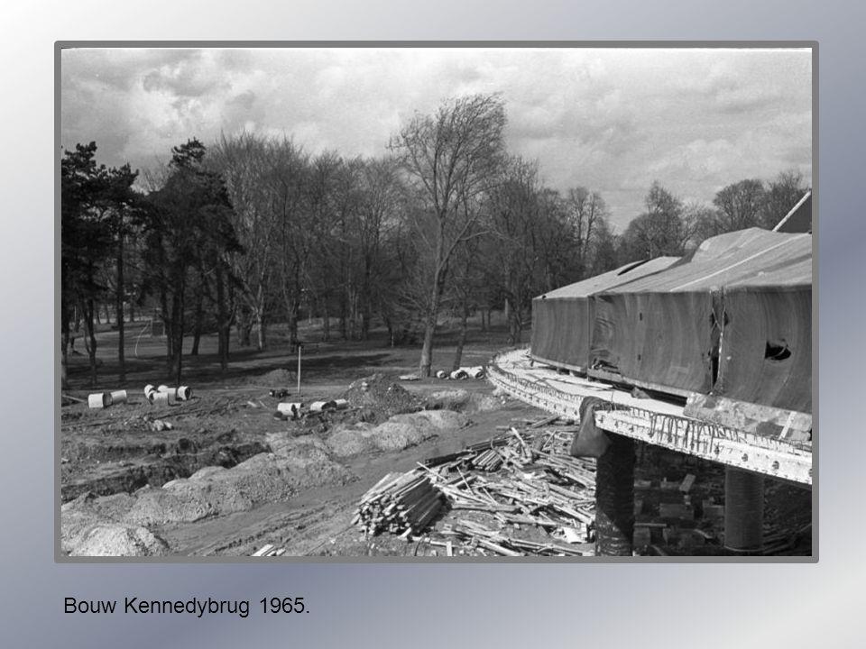 Maas.. met ijsgang 1933. Maas. met ijsgang 1960.
