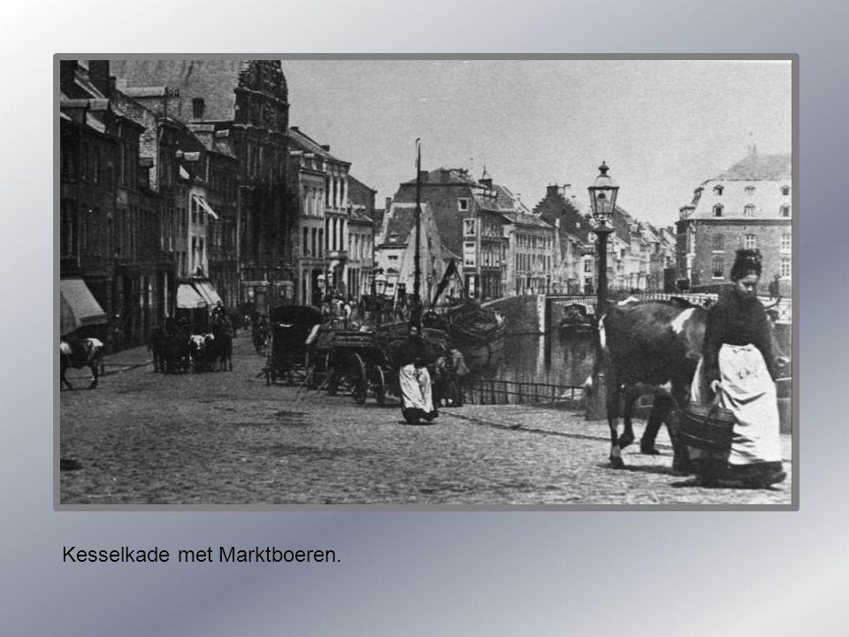 Zicht op de Maas met ingang naar bassin 1920.