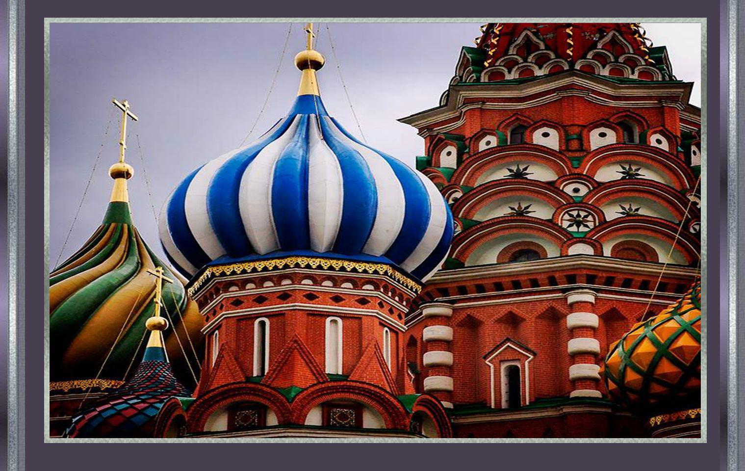 Volgens de legende beval Ivan de ogen van de architect uit te steken: zo zou hij nooit nog een gelijkaardige of nog mooiere kerk kunnen bouwen.
