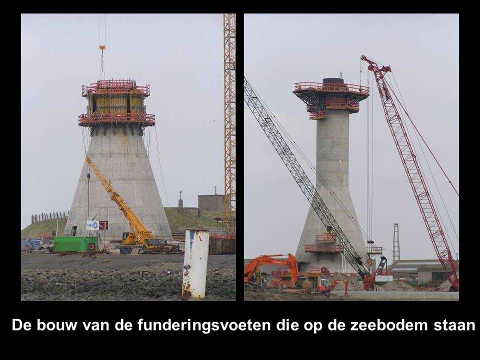 De bouw van de funderingsvoeten die op de zeebodem staan