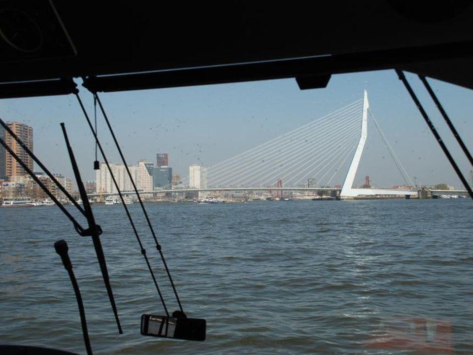 De nieuwe Rijnhavenbrug