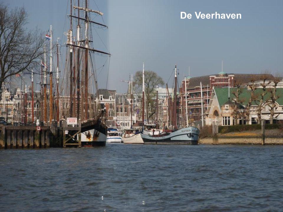 En natuurlijk de bouw van De Rotterdam