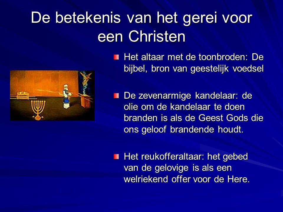 De betekenis van het gerei voor een Christen Het altaar met de toonbroden: De bijbel, bron van geestelijk voedsel De zevenarmige kandelaar: de olie om