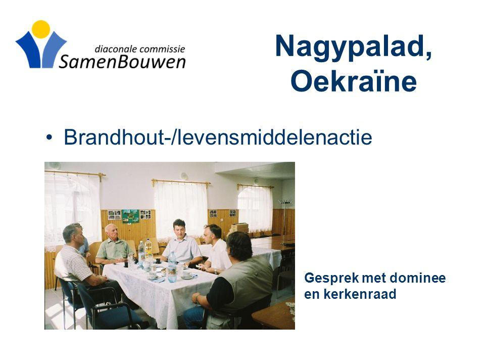 Nagypalad, Oekraïne •Brandhout-/levensmiddelenactie Gesprek met dominee en kerkenraad
