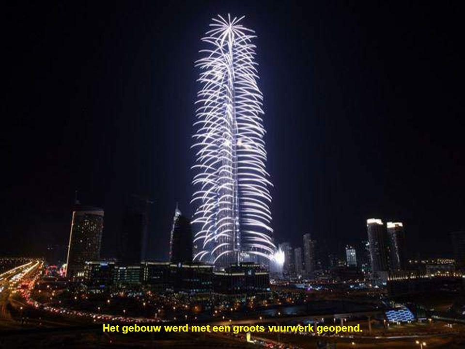 De toren BURJ KHALIFA is sedert 4 januari 2010 de hoogste wolkenkrabber ter wereld. De totale hoogte bedraagt 828 m.