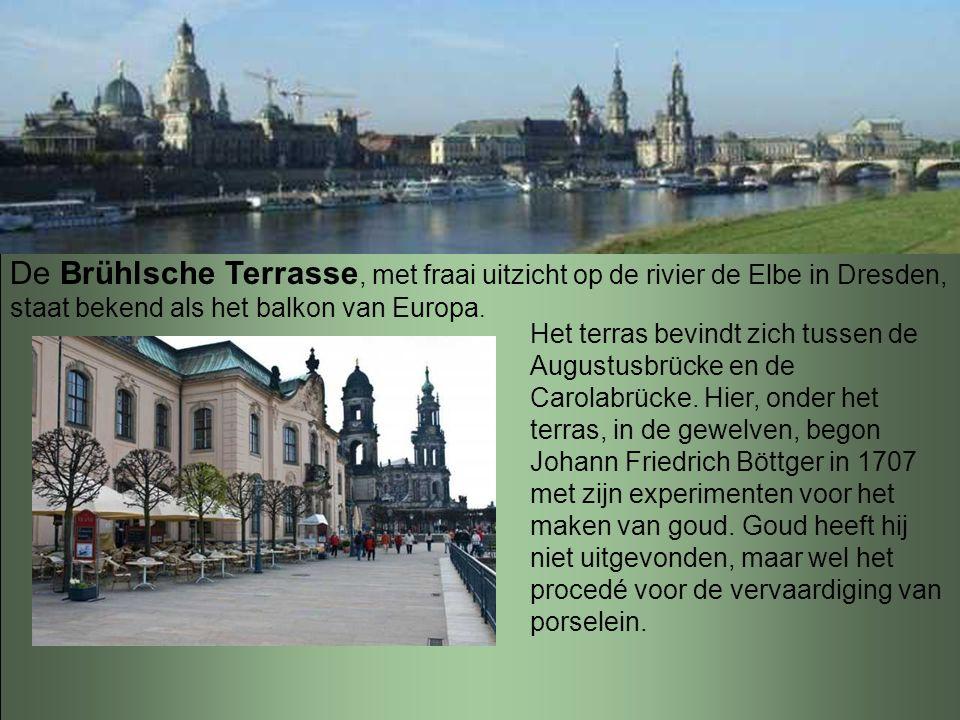 """De grootste kerk van Dresden en eigenlijk van gans Saksen is de katholieke """"Hofkirche"""", tevens kathedraal. Zowel de architect als de arbeiders van dit"""