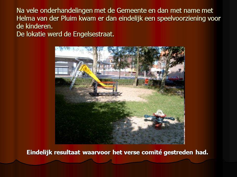 Na vele onderhandelingen met de Gemeente en dan met name met Helma van der Pluim kwam er dan eindelijk een speelvoorziening voor de kinderen.