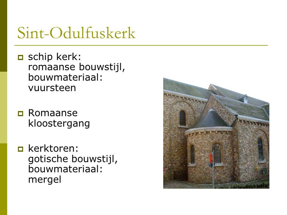 Sint-Odulfuskerk  schip kerk: romaanse bouwstijl, bouwmateriaal: vuursteen  Romaanse kloostergang  kerktoren: gotische bouwstijl, bouwmateriaal: me