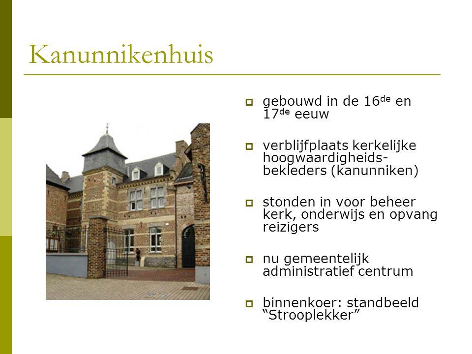 Kanunnikenhuis  gebouwd in de 16 de en 17 de eeuw  verblijfplaats kerkelijke hoogwaardigheids- bekleders (kanunniken)  stonden in voor beheer kerk,
