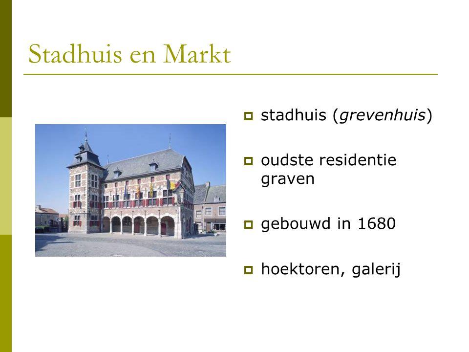 Stadhuis en Markt  stadhuis (grevenhuis)  oudste residentie graven  gebouwd in 1680  hoektoren, galerij