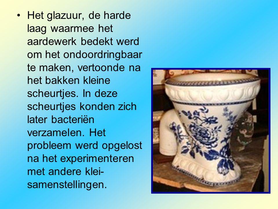 •Het glazuur, de harde laag waarmee het aardewerk bedekt werd om het ondoordringbaar te maken, vertoonde na het bakken kleine scheurtjes. In deze sche