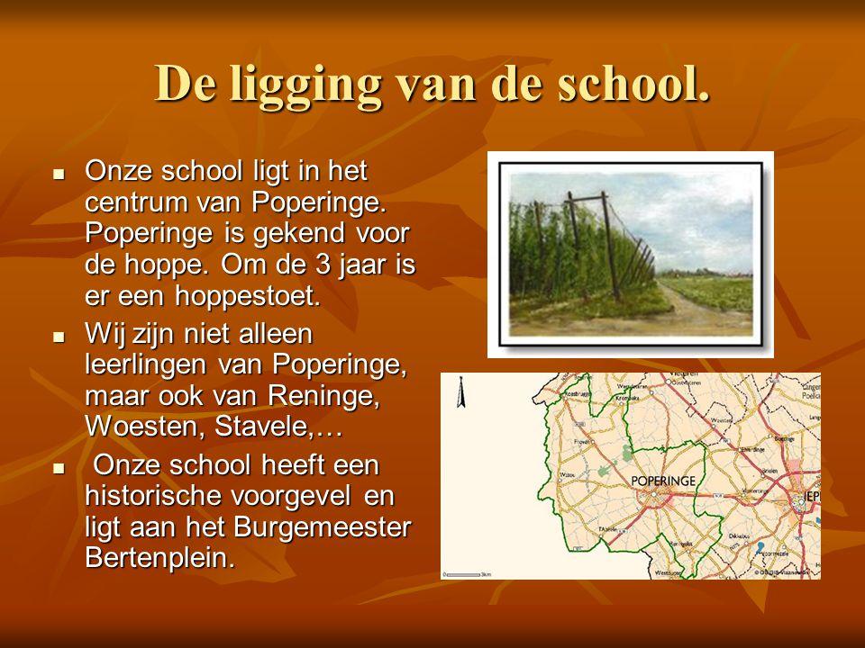 De ligging van de school.  Onze school ligt in het centrum van Poperinge. Poperinge is gekend voor de hoppe. Om de 3 jaar is er een hoppestoet.  Wij