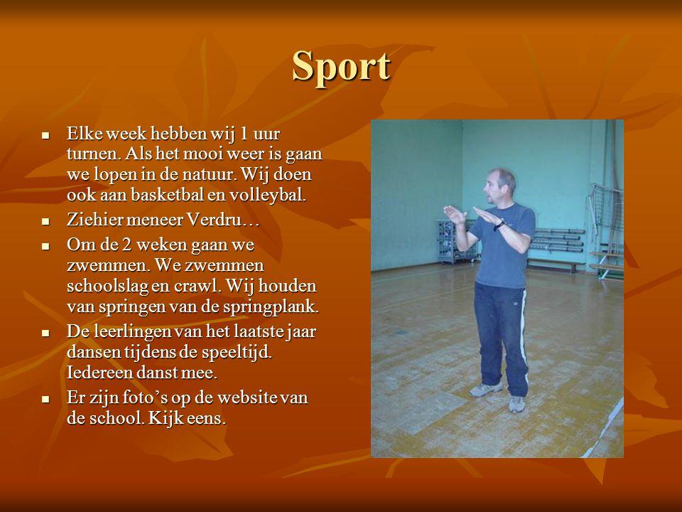 Sport  Elke week hebben wij 1 uur turnen. Als het mooi weer is gaan we lopen in de natuur. Wij doen ook aan basketbal en volleybal.  Ziehier meneer