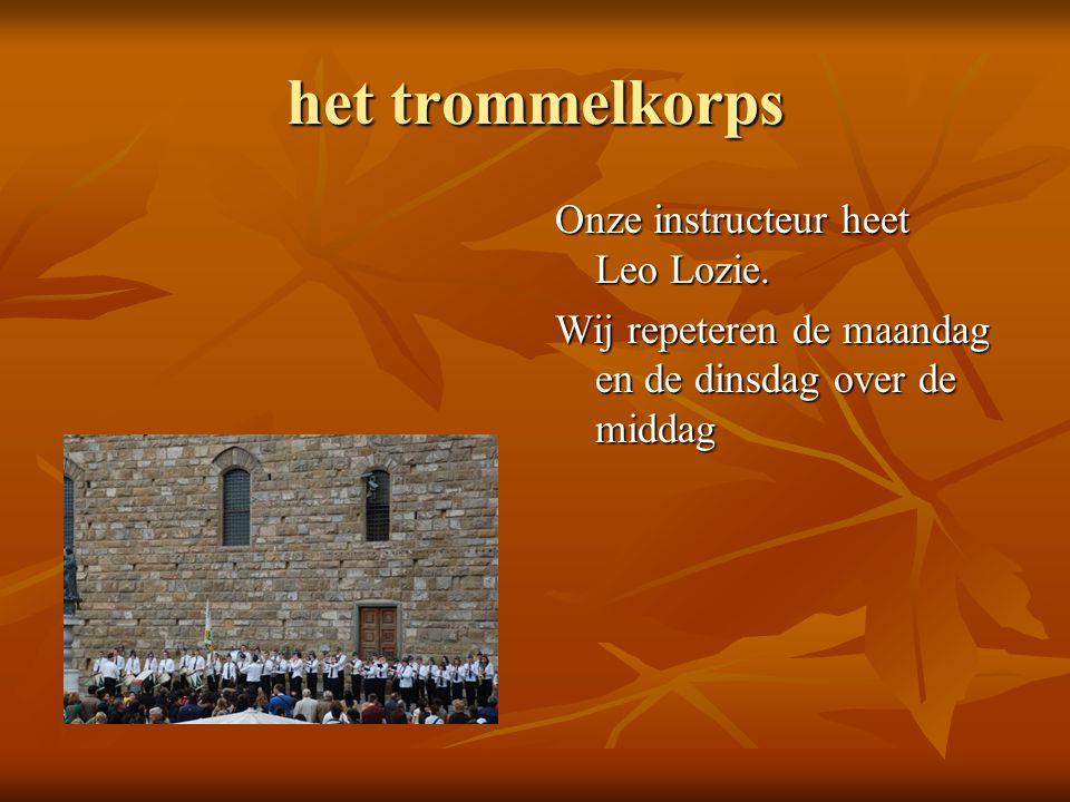 het trommelkorps Onze instructeur heet Leo Lozie. Wij repeteren de maandag en de dinsdag over de middag