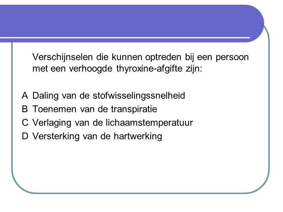 Verschijnselen die kunnen optreden bij een persoon met een verhoogde thyroxine-afgifte zijn: ADaling van de stofwisselingssnelheid BToenemen van de transpiratie CVerlaging van de lichaamstemperatuur DVersterking van de hartwerking