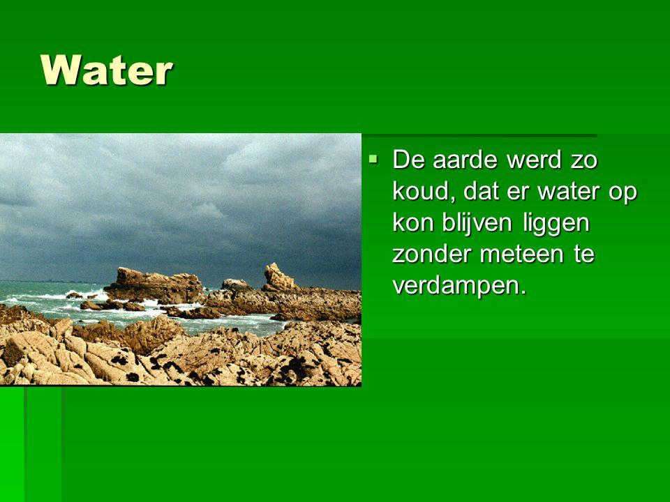 Water  De aarde werd zo koud, dat er water op kon blijven liggen zonder meteen te verdampen.