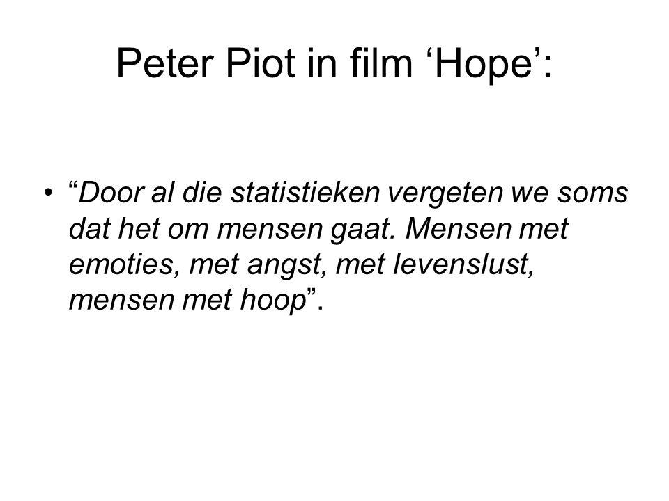 """Peter Piot in film 'Hope': •""""Door al die statistieken vergeten we soms dat het om mensen gaat. Mensen met emoties, met angst, met levenslust, mensen m"""