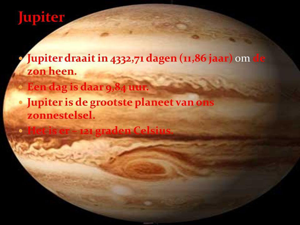  Jupiter draait in 4332,71 dagen (11,86 jaar) om de zon heen.  Een dag is daar 9,84 uur.  Jupiter is de grootste planeet van ons zonnestelsel.  He