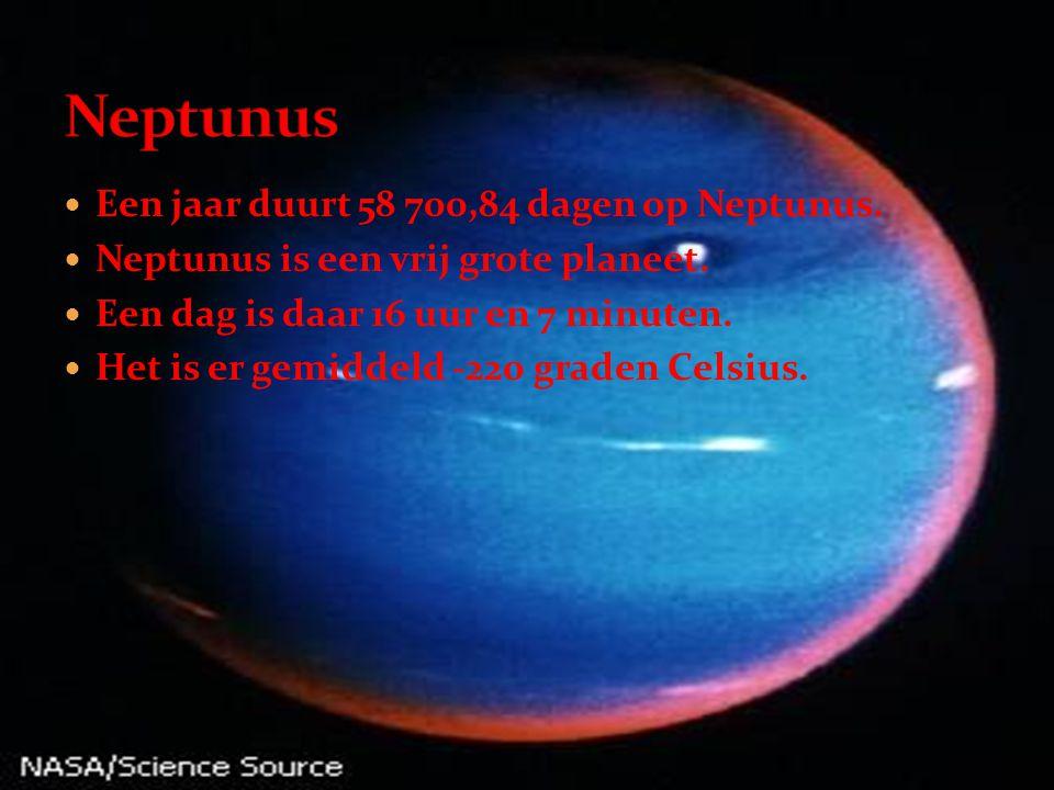  Een jaar duurt 58 700,84 dagen op Neptunus.  Neptunus is een vrij grote planeet.  Een dag is daar 16 uur en 7 minuten.  Het is er gemiddeld -220