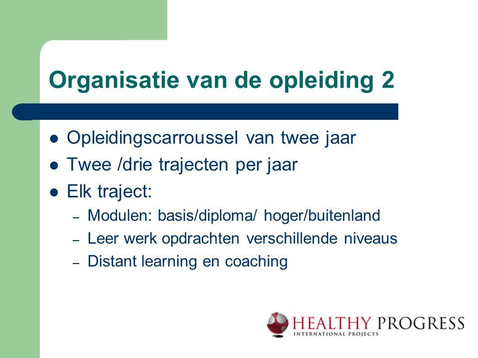 Organisatie van de opleiding 2  Opleidingscarroussel van twee jaar  Twee /drie trajecten per jaar  Elk traject: – Modulen: basis/diploma/ hoger/bui