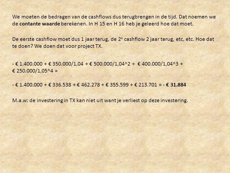 We moeten de bedragen van de cashflows dus terugbrengen in de tijd. Dat noemen we de contante waarde berekenen. In H 15 en H 16 heb je geleerd hoe dat