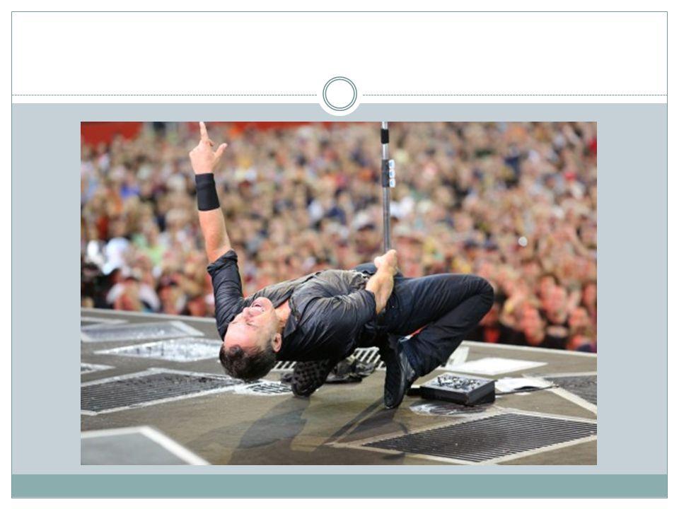 The E Street Band You ve just seen the heart-stopping, pants-dropping, house-rocking, earth-quaking, booty-shaking, Viagra-taking, love-making - Legendary E Street Band!  7 vaste leden, maar op website 18 vermeld  Vriendschap tussen muzikanten: zichtbaar op podium  Herdenking Clarence Clemons en Danny Federici