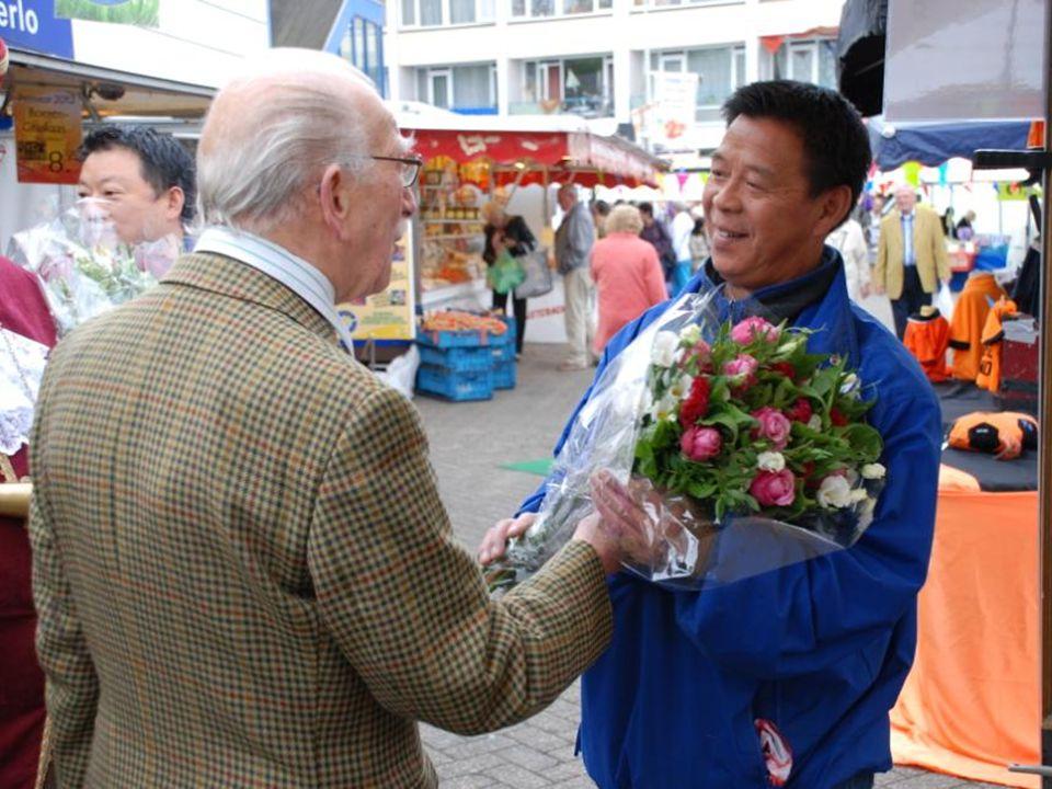 De heer Raaff is ook 35 jaar koopman op markt Asterlo