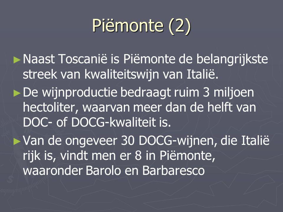 Piëmonte (2) ► ► Naast Toscanië is Piëmonte de belangrijkste streek van kwaliteitswijn van Italië. ► ► De wijnproductie bedraagt ruim 3 miljoen hectol