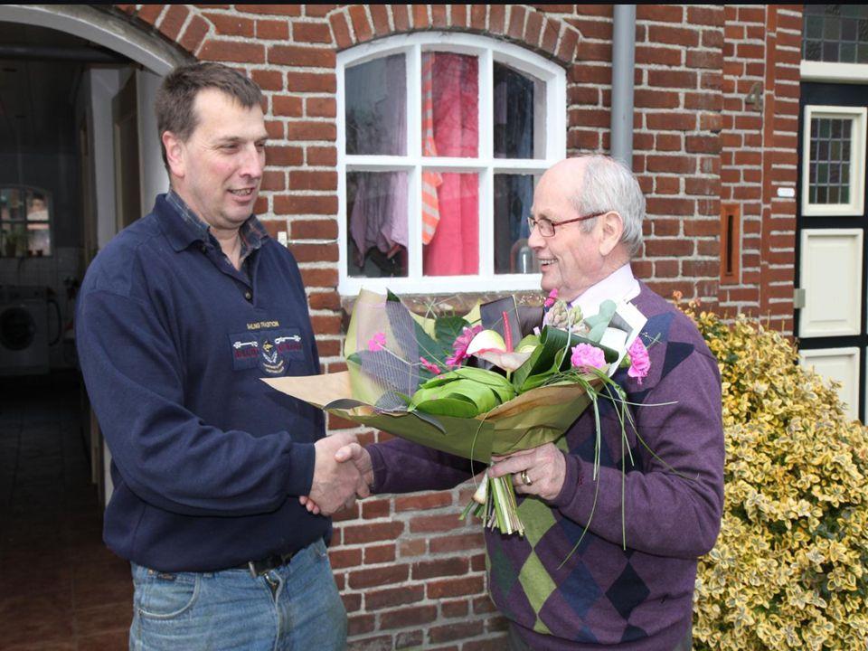  Van 92- naar 103 leden op 31-12-2012;  Het 100 e lid krijgt de bloemen  De oudste J.