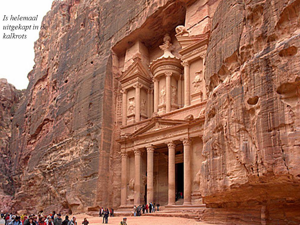 Het paleis Petra »stijl grieks »genaamd « trésor »meet 42 m in de hoogte