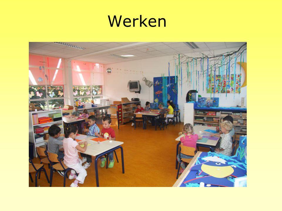 Het planbord De kleuters krijgen elke ochtend een opdracht van de leerkracht. Op het takenbord staat een foto van het werkje met daar onder hun naam.