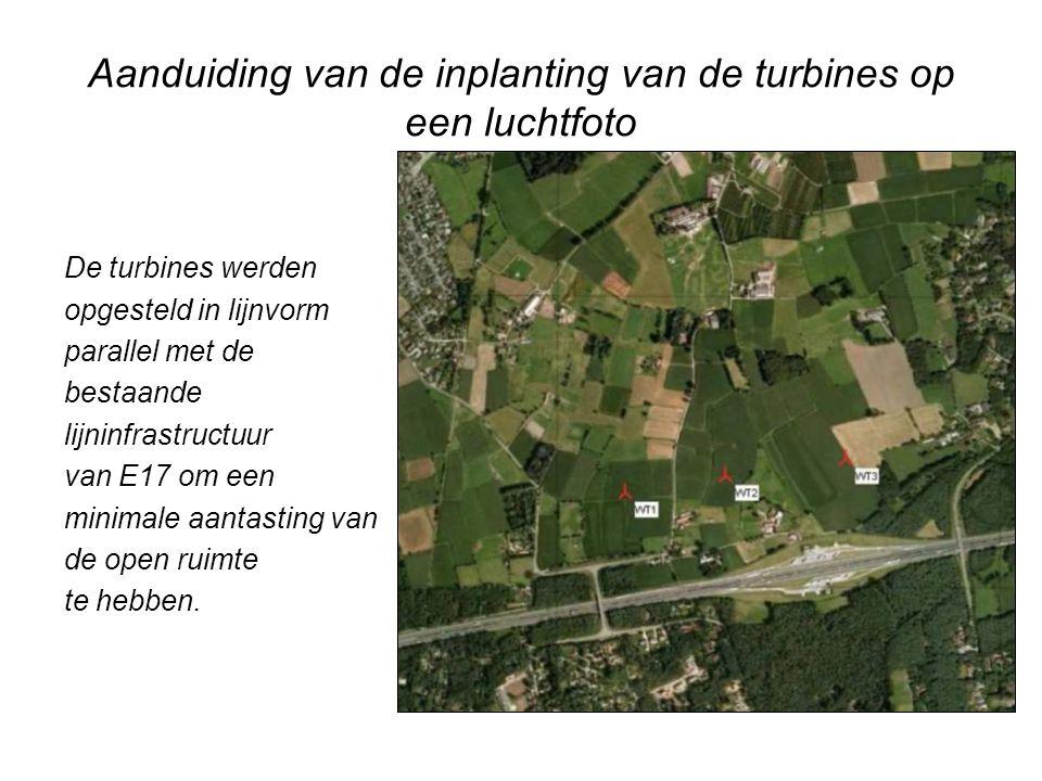 Aanduiding van de inplanting van de turbines op een luchtfoto De turbines werden opgesteld in lijnvorm parallel met de bestaande lijninfrastructuur va