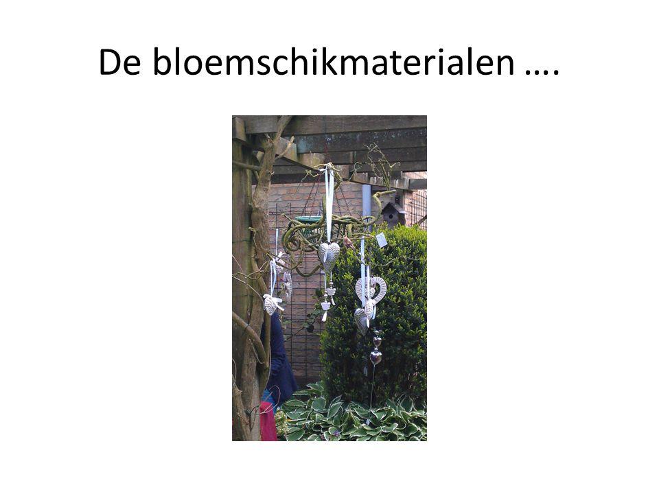 De bloemschikmaterialen ….
