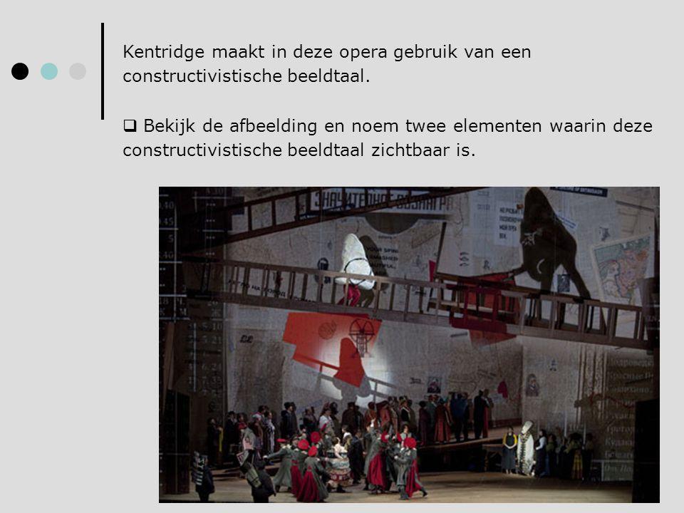 Kentridge maakt in deze opera gebruik van een constructivistische beeldtaal.  Bekijk de afbeelding en noem twee elementen waarin deze constructivisti