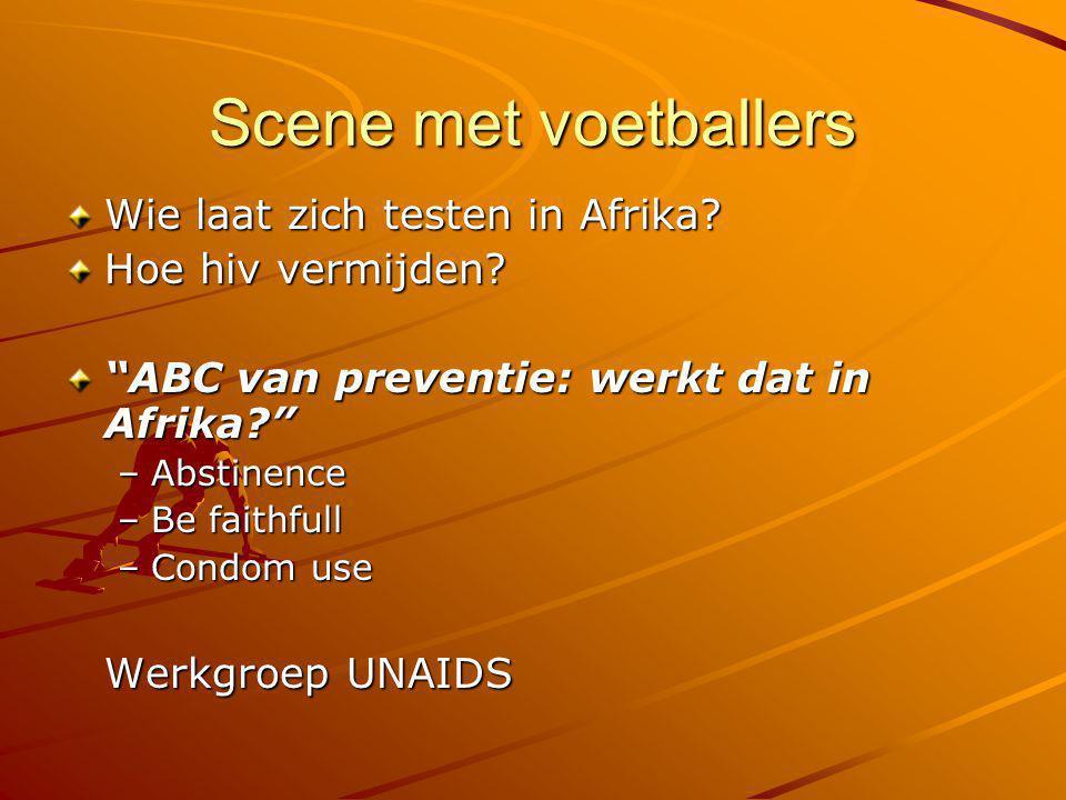 """Scene met voetballers Wie laat zich testen in Afrika? Hoe hiv vermijden? """"ABC van preventie: werkt dat in Afrika?"""" –Abstinence –Be faithfull –Condom u"""